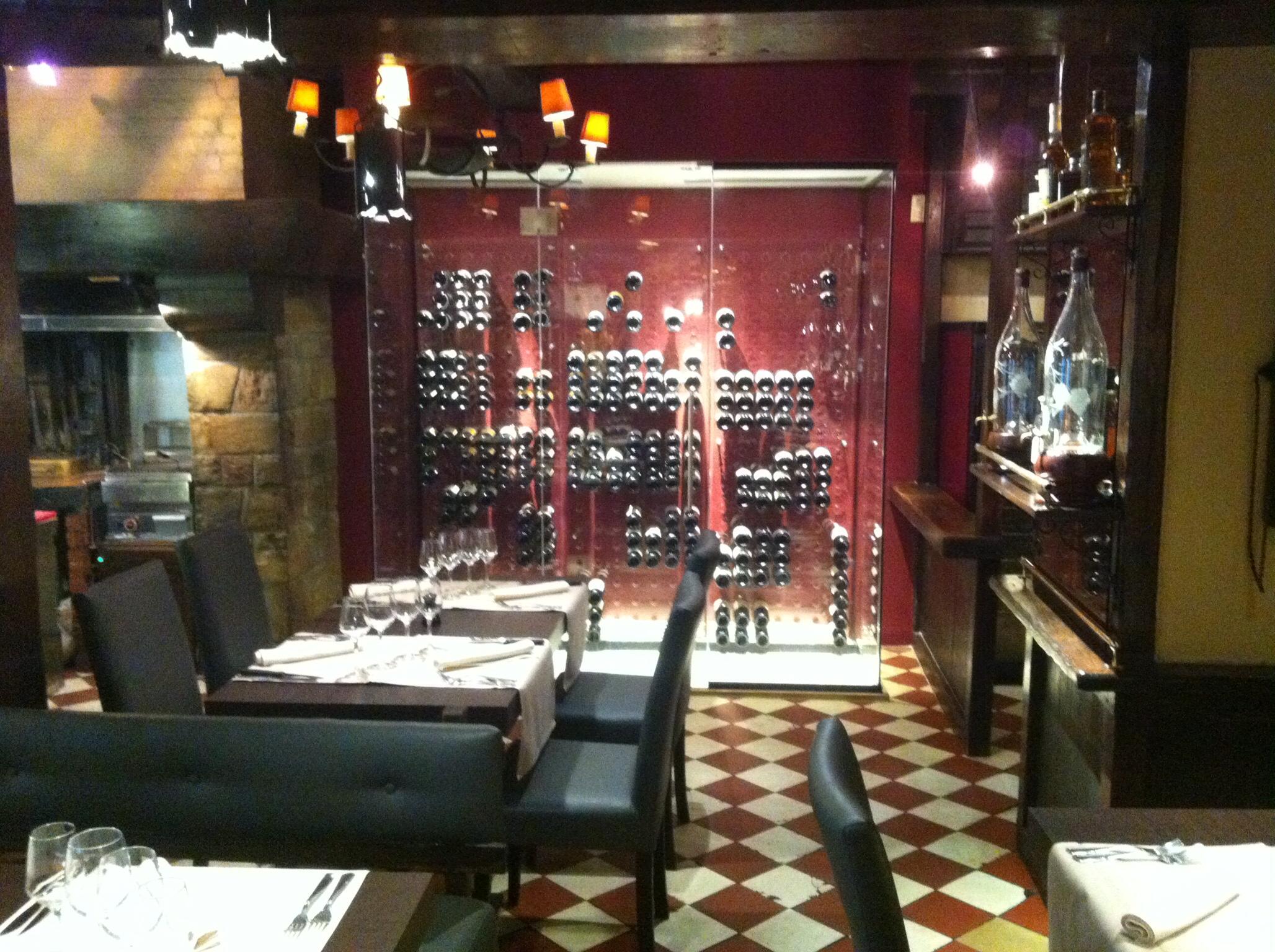 Cave à vin design vitrée - Wine Stone